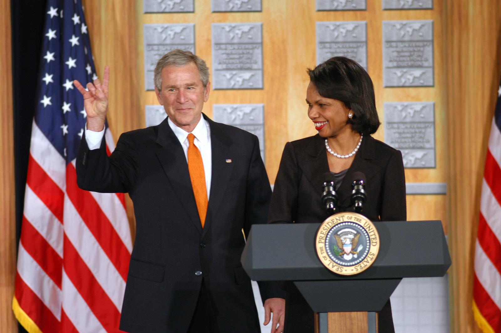 [Assignment: 59-CF-DS-26241-06] President George Bush with Secretary Condoleezza Rice at Summit of U.S. University Presidents on International Education, Dean Acheson Auditorium [Photographer: Mark Stewart--State] [59-CF-DS-26241-06_DSC_0173.jpg]