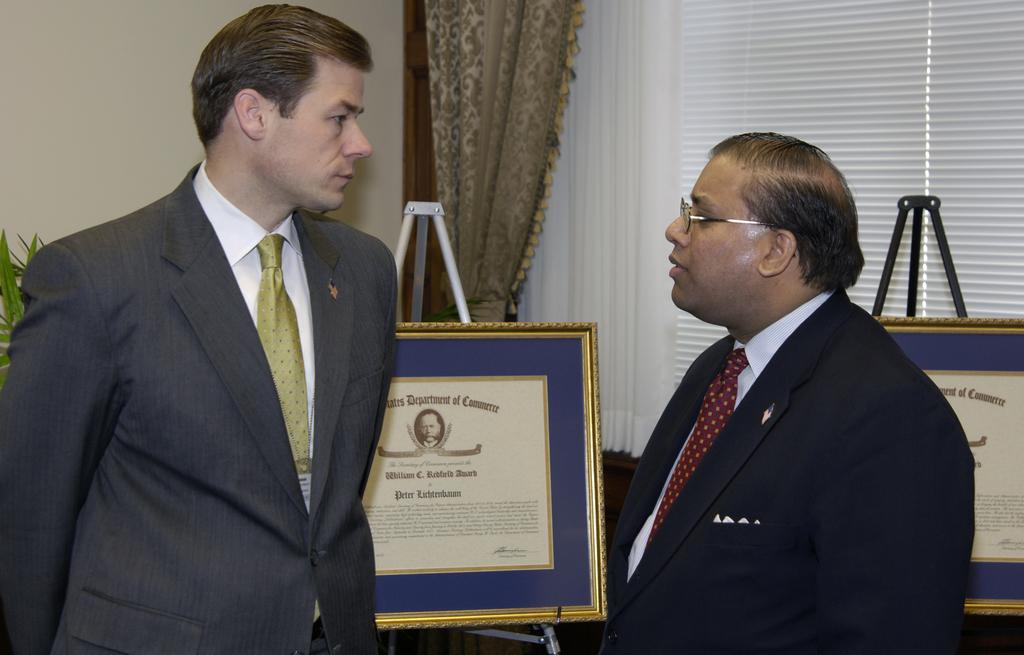 [Assignment: OS_2006_1201_88] Office of the Secretary (Carlos Gutierrez) - Redfield Award Ceremony [40_CFD_OS_2006_1201_88__DSC4216.JPG]
