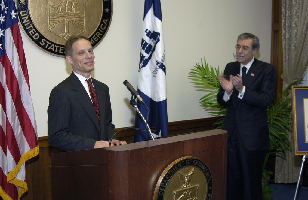 [Assignment: OS_2006_1201_88] Office of the Secretary (Carlos Gutierrez) - Redfield Award Ceremony [40_CFD_OS_2006_1201_88__DSC4247.JPG]