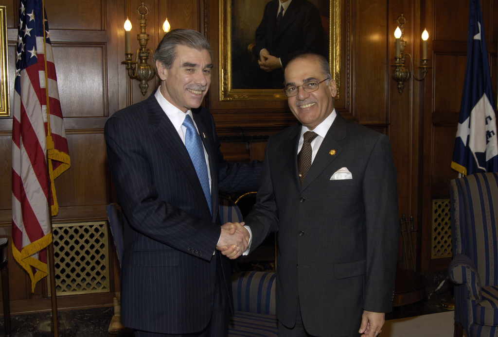 [Assignment: OS_2006_1201_102] Office of the Secretary (Carlos Gutierrez) - Secretary Gutierrez with Bahrain Ambassador Dr. Al-Belooshi [40_CFD_OS_2006_1201_102__DSC4845.JPG]
