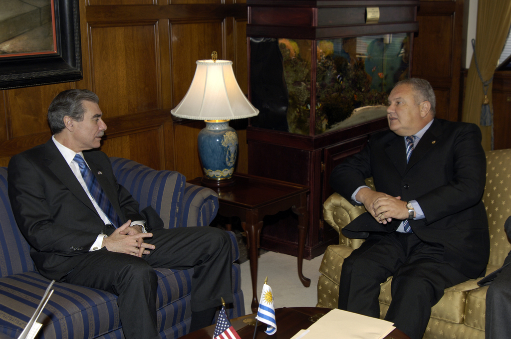 [Assignment: OS_2006_1201_115] Office of the Secretary (Carlos Gutierrez) - Secretary with Uruguay Minister Jorge Alberti Lepra [40_CFD_OS_2006_1201_115__DSC5207.JPG]