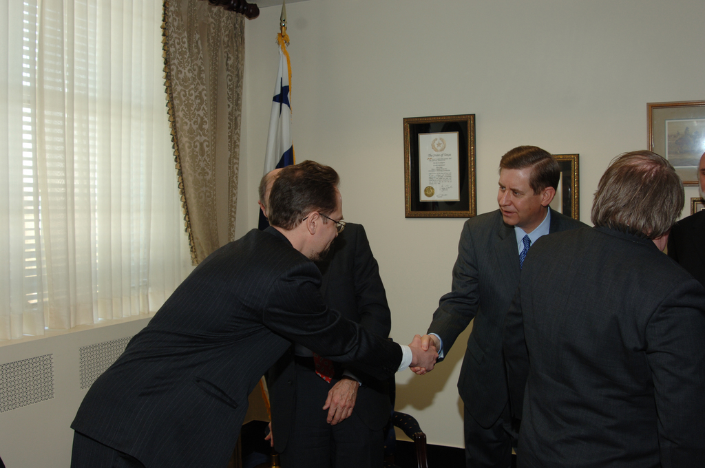 [Assignment: OS_DS_2006_1202_35] Office of the Deputy Secretary (David Sampson) - Deputy Secretary with Russian Chief Justice Ivnov [40_CFD_OS_DS_2006_1202_35_DSC_2835.JPG]