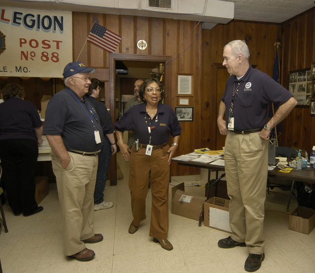 [Severe Storms, Tornadoes, and Flooding] Caruthersville, MO, 4-11-06  -- FCO Tom Costello(r) talks with Disaster Recovery Center (DRC) manager Barbara Banks and Buck Katz, Special assistant to the FCO at the DRC in Caruthersville, MO.  Costello was in town to attend a breifing on temporary housing.  Photo by Patsy Lynch/FEMA