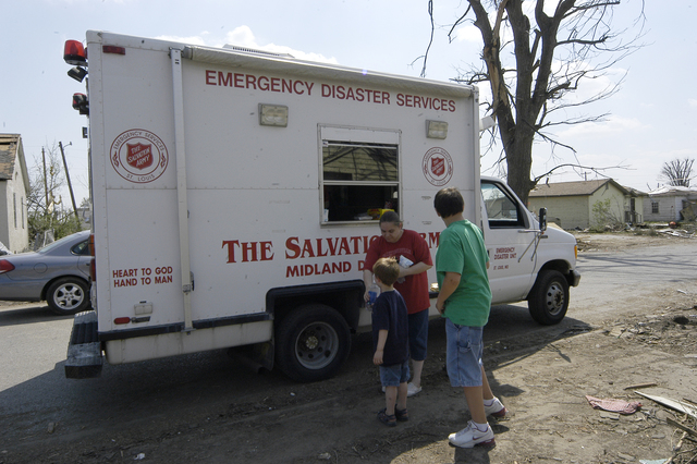 [Severe Storms, Tornadoes, and Flooding] Caruthersville, MO, 4-15-06 -- Residents of Caruthersville, Mo. accept food and supplies from a Salvation Army disaster relief truck.  Photo by Patsy Lynch/FEMA