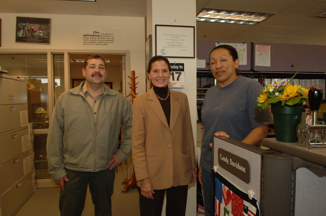 [Assignment: 48-DPA-N_Scarl_CA_BuRec] Acting Secretary P. Lynn Scarlett  [and aides touring] Bureau of Reclamation field office during California visit [48-DPA-N_Scarl_CA_BuRec_DOI_2612.JPG]