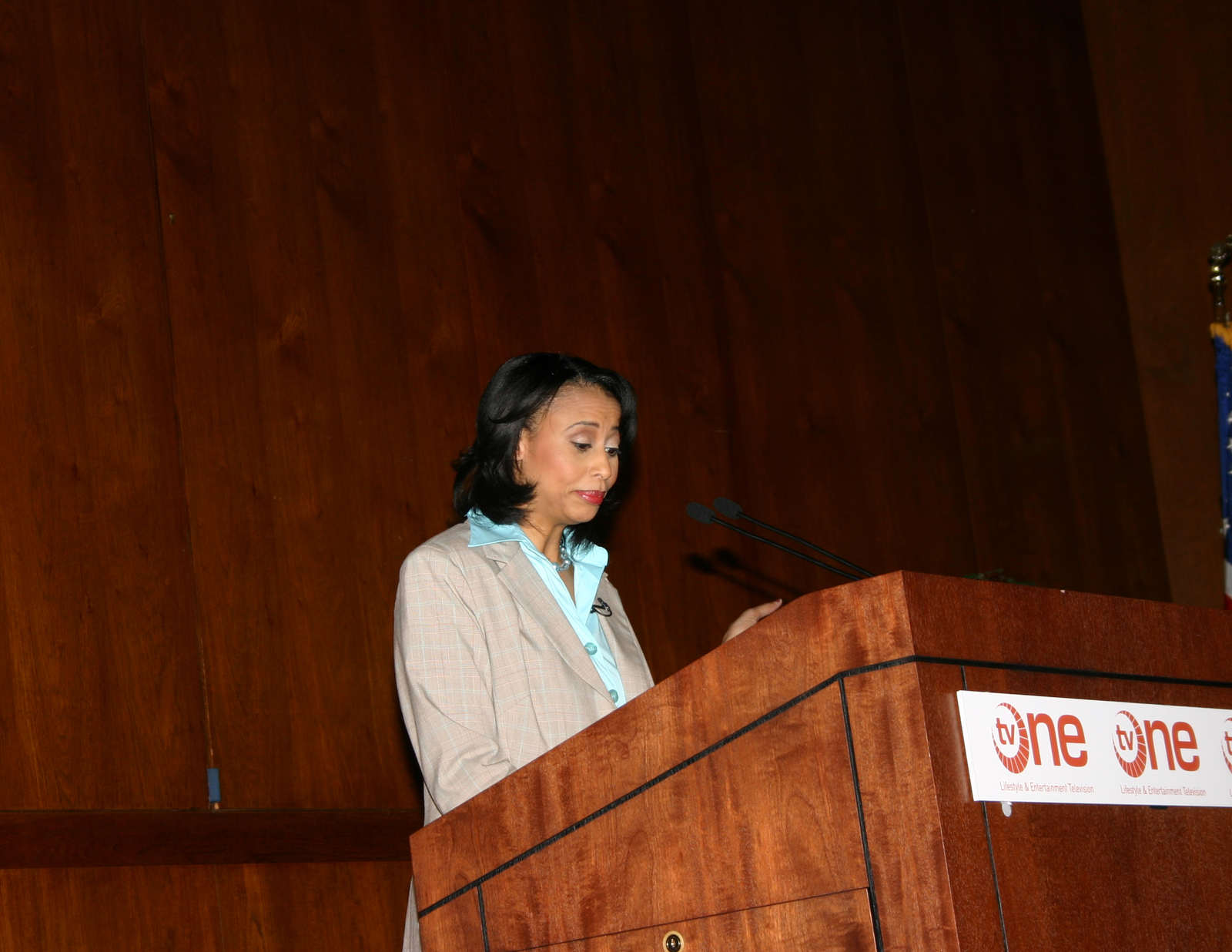 [Assignment: 48-DPA-N_DOI_Singletary] Book forum [at Main Interior, featuring presentation by] Michelle Singletary, [Washington Post financial columnist, and author of Your Money and Your Man: How You and Prince Charming Can Spend Well and Live Rich] [48-DPA-N_DOI_Singletary_IMG_5651.JPG]