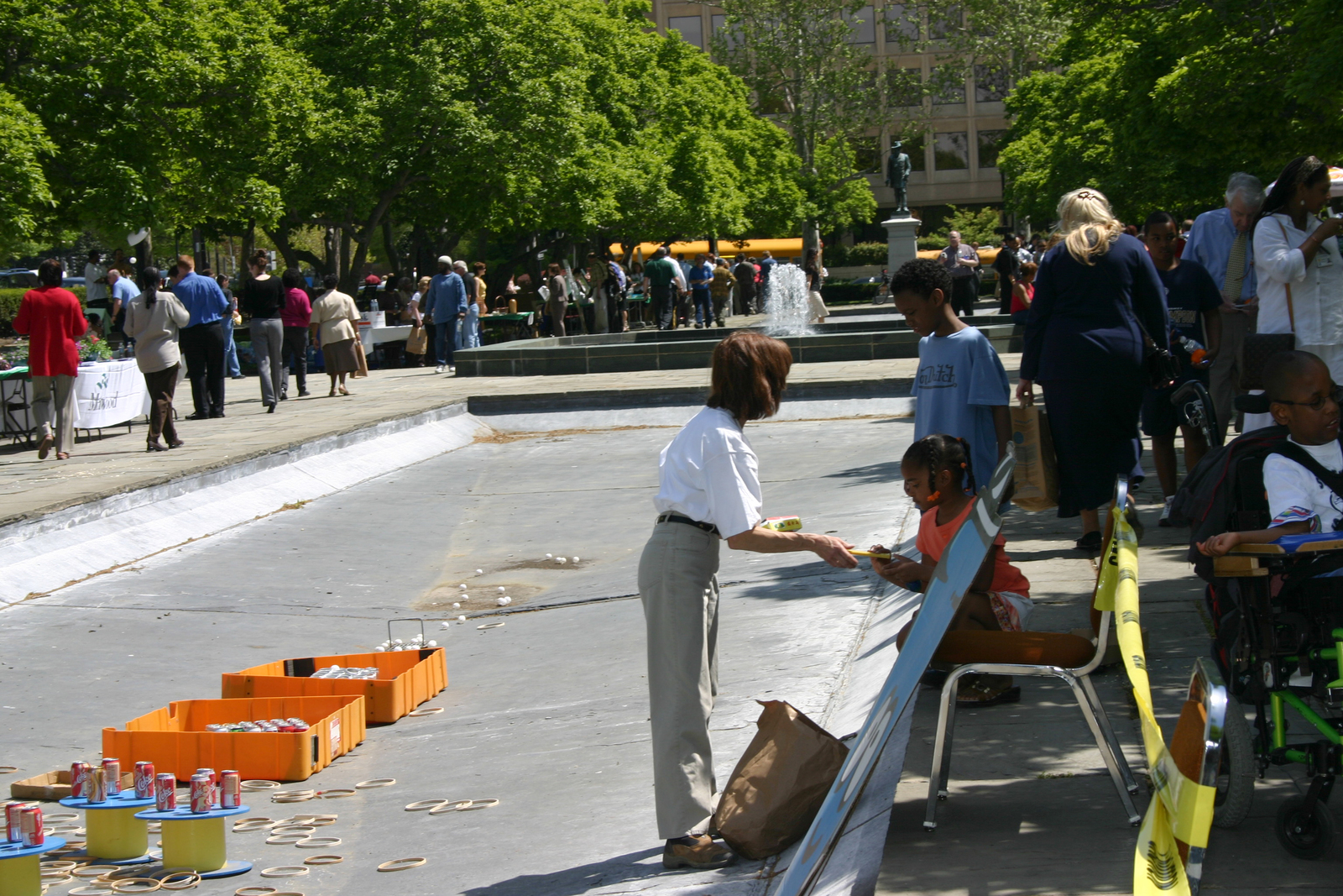 [Assignment: 48-DPA-N_EDay_Mall_4-20-06] Earth Day activities [on and around] the National Mall, [including Department of the Interior and other federal agency displays] [48-DPA-N_EDay_Mall_4-20-06_IMG_5869.JPG]