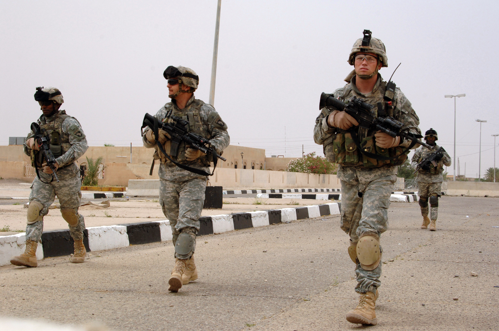 U S  Army Soldiers from 3-320th Field Artillery, 101st