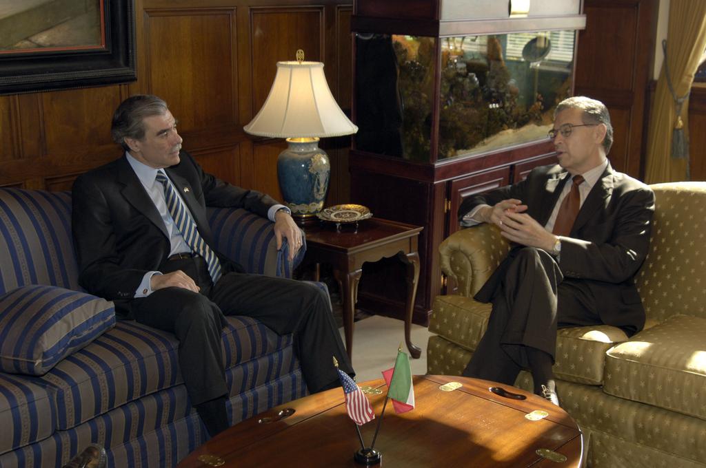 [Assignment: OS_2006_1201_158] Office of the Secretary (Carlos Gutierrez) - Secretary with Luis Ernesto Derbez Mexican Secretary of Foreign Affairs [40_CFD_OS_2006_1201_158__DSC7591.JPG]