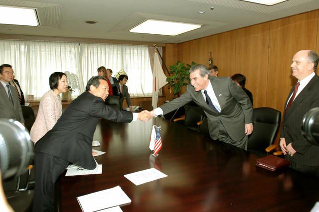 [Assignment: OS_2006_1201_160] Office of the Secretary (Carlos Gutierrez) - Secretary Gutierrez Trip from Japan [40_CFD_OS_2006_1201_160_TOKYO-241.jpg]