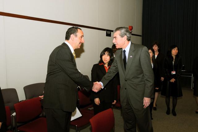 [Assignment: OS_2006_1201_160] Office of the Secretary (Carlos Gutierrez) - Secretary Gutierrez Trip from Japan [40_CFD_OS_2006_1201_160_TOKYO-051.jpg]