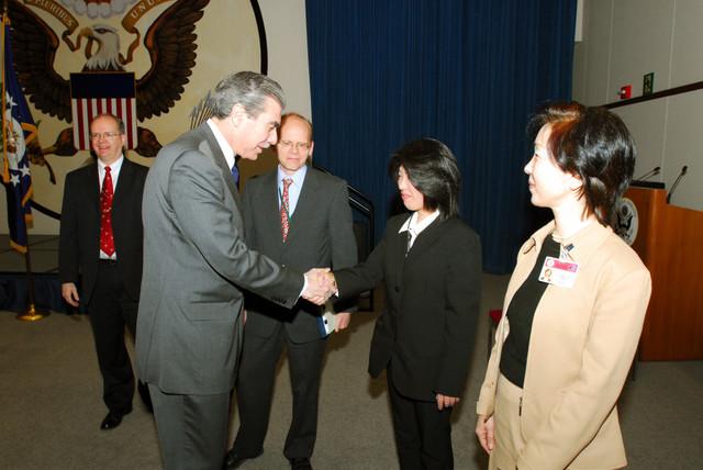 [Assignment: OS_2006_1201_160] Office of the Secretary (Carlos Gutierrez) - Secretary Gutierrez Trip from Japan [40_CFD_OS_2006_1201_160_TOKYO-059.jpg]