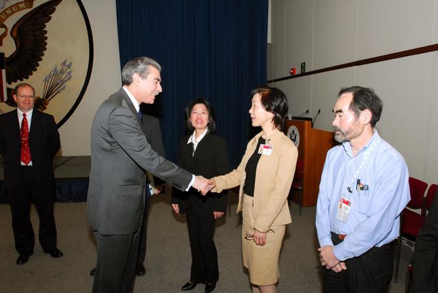 [Assignment: OS_2006_1201_160] Office of the Secretary (Carlos Gutierrez) - Secretary Gutierrez Trip from Japan [40_CFD_OS_2006_1201_160_TOKYO-060.jpg]