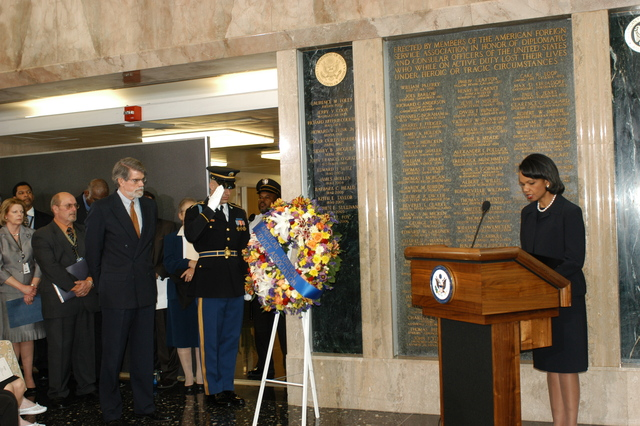 [Assignment: 59-CF-DS-22868A-06] Foreign Affairs Day 2006 ceremonies, speeches, award presentations. [Events included ceremony at the American Foreign Service Association's (AFSA) Memorial Plaque, in the Harry S. Truman Building's C Street Lobby, honoring foreign service officers who died in the line of duty... [Photographer: Ann Thomas--State] [59-CF-DS-22868A-06_DSC_0225.JPG]