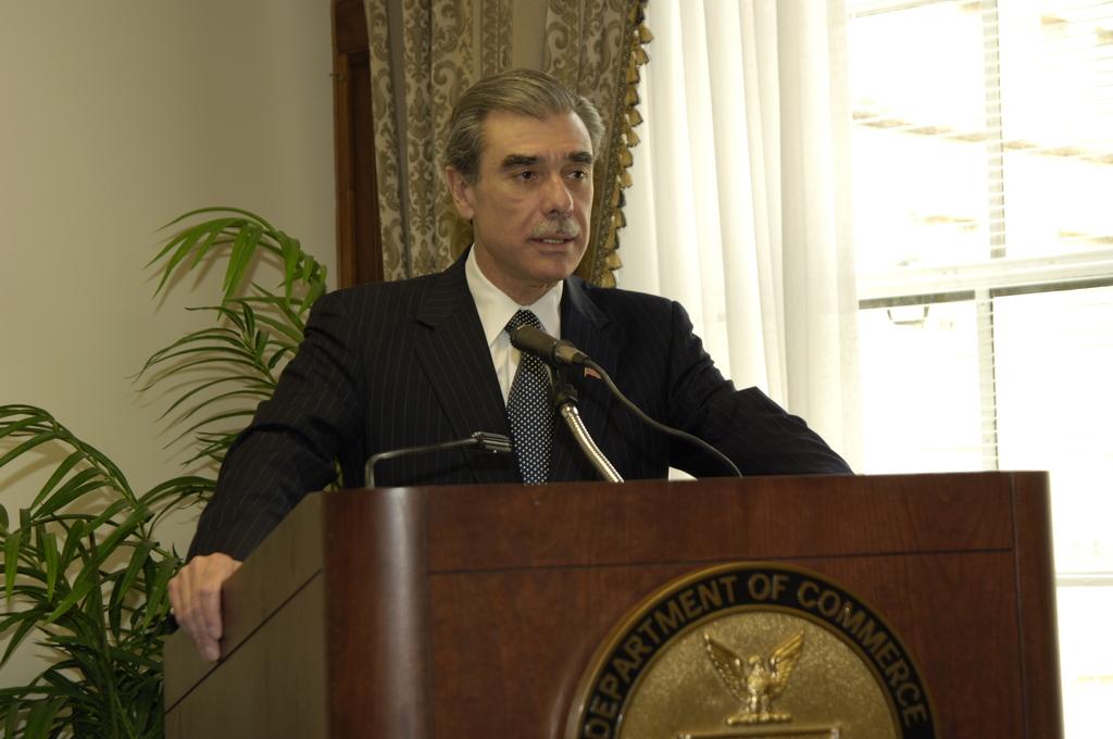 [Assignment: OS_2006_1201_174] Office of the Secretary (Carlos Gutierrez) - Swearing-In Robert Cresanti [40_CFD_OS_2006_1201_174__DSC7781.JPG]