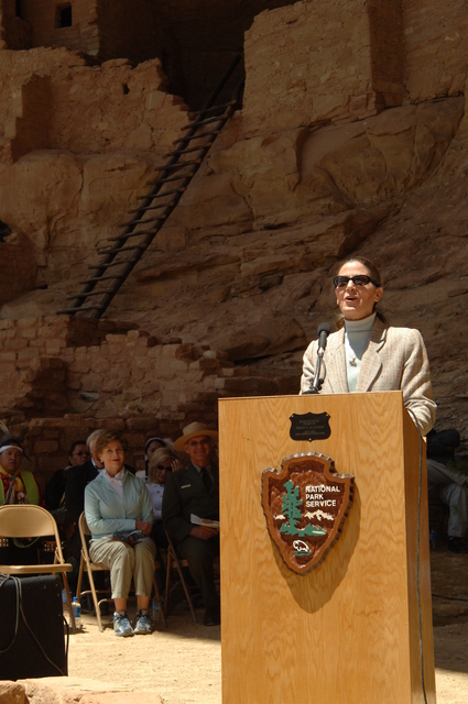[Assignment: 48-DPA-N_Sc_Bush_CO] Visit of Acting Secretary P. Lynn Scarlett to [Mesa Verde National Park], Colorado, where she joined First Lady Laura Bush, National Park Service [Director Fran Mainella, Mesa Verde Superintendent Larry Wiese, and other dignitaries for speeches, tours marking the Park's 100th anniversary] [48-DPA-N_Sc_Bush_CO_DSC_0918.JPG]