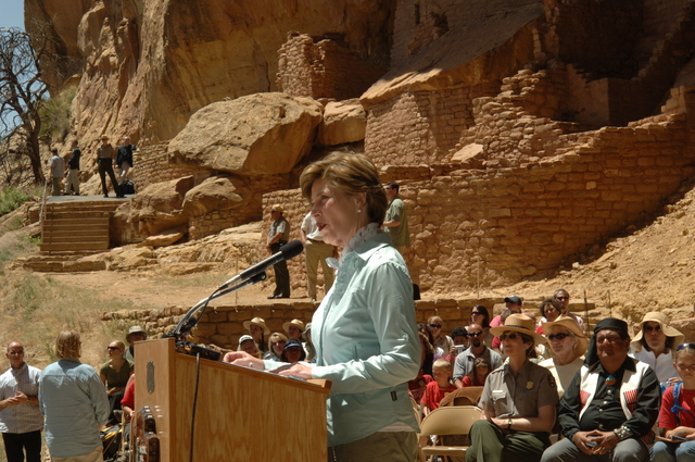 [Assignment: 48-DPA-N_Sc_Bush_CO] Visit of Acting Secretary P. Lynn Scarlett to [Mesa Verde National Park], Colorado, where she joined First Lady Laura Bush, National Park Service [Director Fran Mainella, Mesa Verde Superintendent Larry Wiese, and other dignitaries for speeches, tours marking the Park's 100th anniversary] [48-DPA-N_Sc_Bush_CO_DSC_0955.JPG]