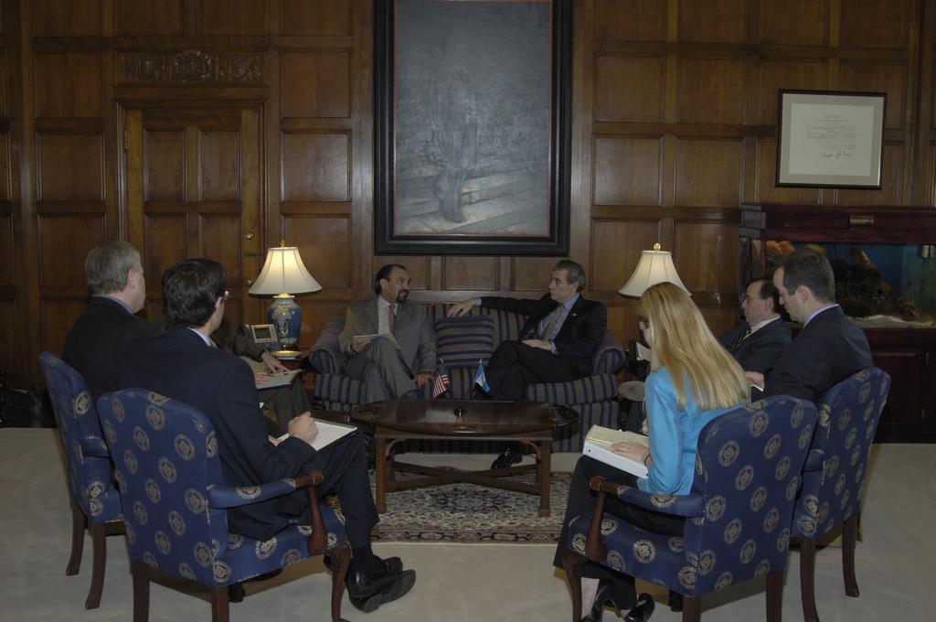 [Assignment: OS_2006_1201_180] Office of the Secretary (Carlos Gutierrez) - Guatemala Minister of Economy, Marcio Cuevas Visits Secretary [40_CFD_OS_2006_1201_180__DSC0011.JPG]