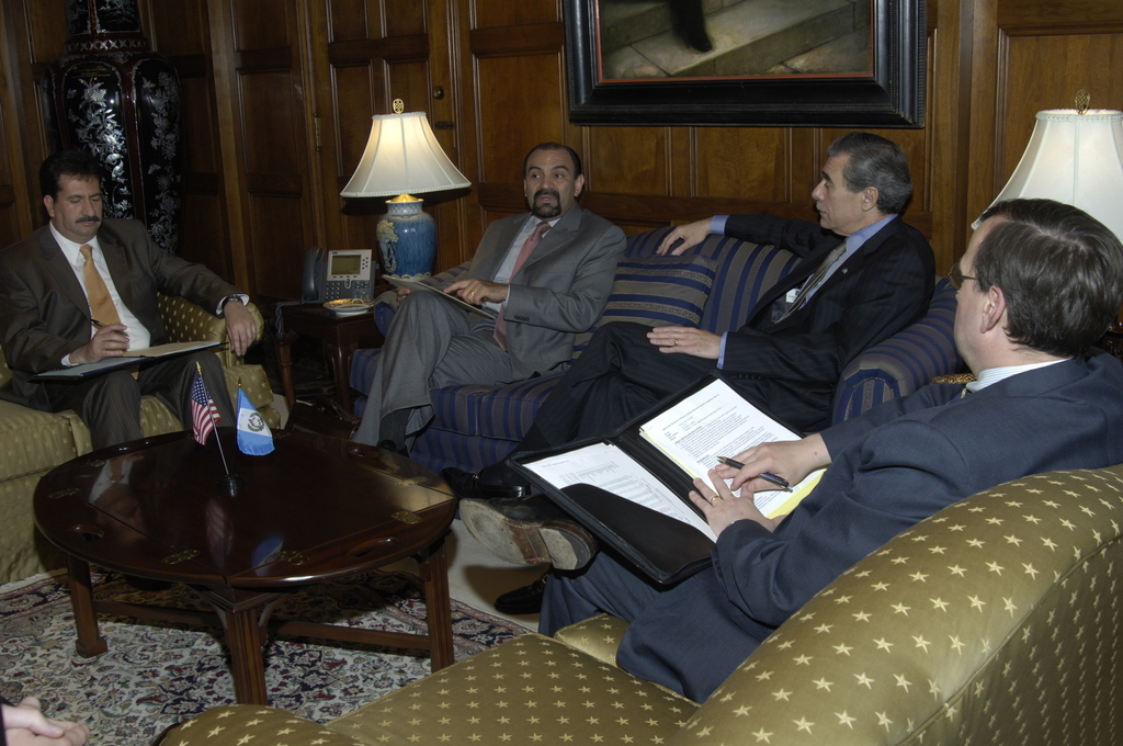 [Assignment: OS_2006_1201_180] Office of the Secretary (Carlos Gutierrez) - Guatemala Minister of Economy, Marcio Cuevas Visits Secretary [40_CFD_OS_2006_1201_180__DSC0010.JPG]