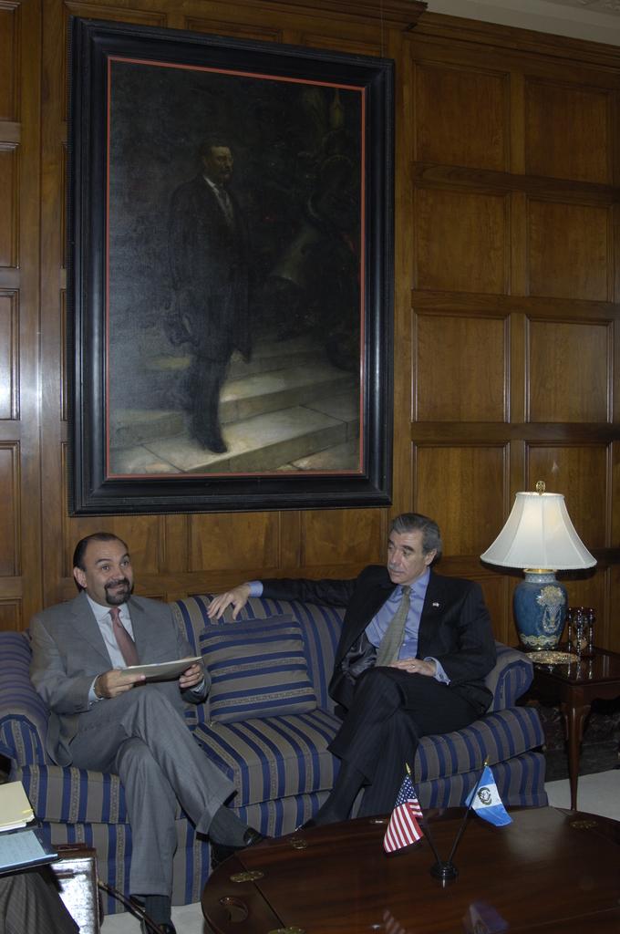 [Assignment: OS_2006_1201_180] Office of the Secretary (Carlos Gutierrez) - Guatemala Minister of Economy, Marcio Cuevas Visits Secretary [40_CFD_OS_2006_1201_180__DSC0005.JPG]