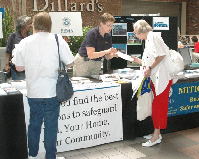 [Hurricane Katrina] Biloxi, Miss., June 3, 2006 -- Lorenna Darnell, a FEMA Community Outreach representative, furnishes information to an attendant at the Hurricane Preparedness Expo held at Edgewater Mall in Biloxi.  Michelle Miller-Freeck/FEMA
