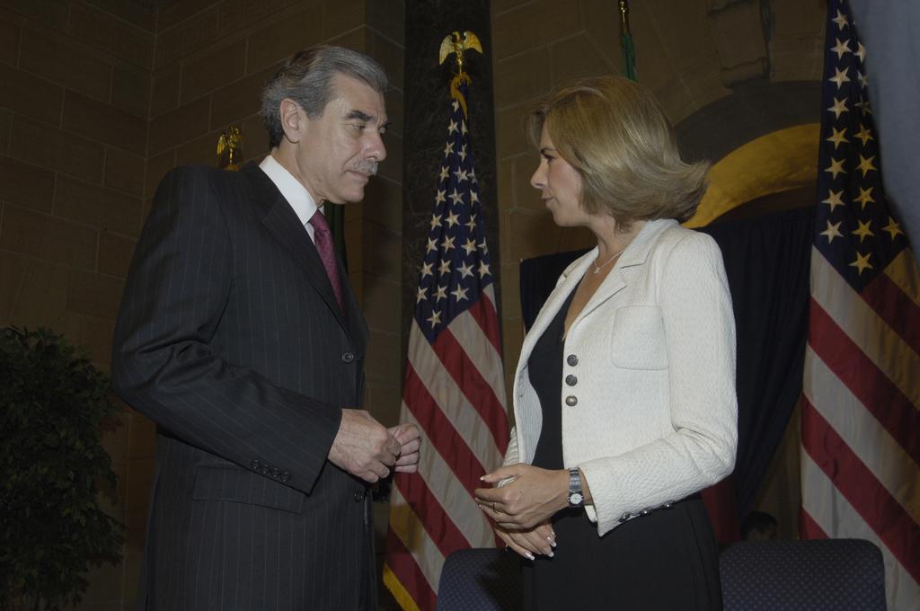 [Assignment: OS_2006_1201_189] Office of the Secretary (Carlos Gutierrez) - Partnership for Prosperity Good Partner Award [40_CFD_OS_2006_1201_189__DSC0089.JPG]