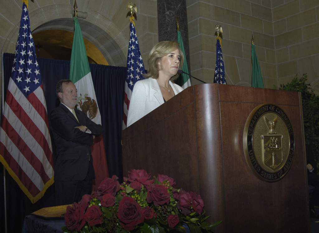 [Assignment: OS_2006_1201_189] Office of the Secretary (Carlos Gutierrez) - Partnership for Prosperity Good Partner Award [40_CFD_OS_2006_1201_189__DSC0076.JPG]