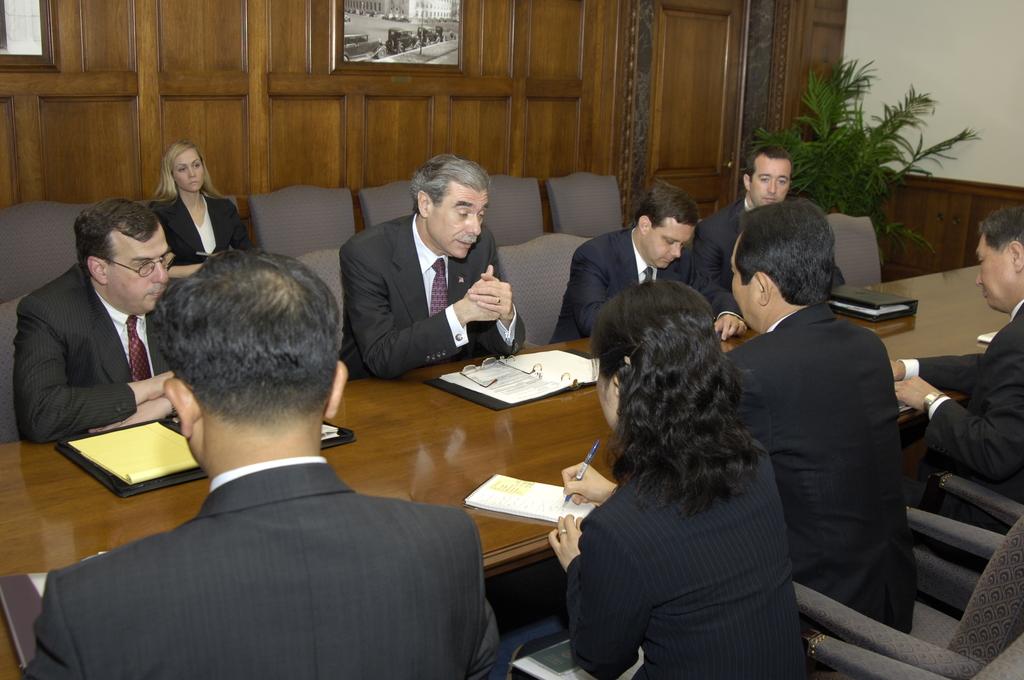 [Assignment: OS_2006_1201_199] Office of the Secretary (Carlos Gutierrez) - Secretary Gutierrez with Korean Minister Dr. Chung Sye Kyun [40_CFD_OS_2006_1201_199__DSC8934.JPG]