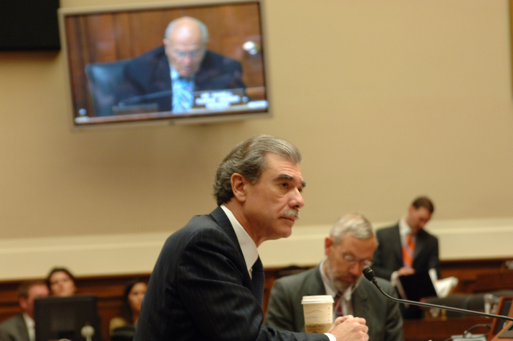 [Assignment: OS_2006_1201_200] Office of the Secretary (Carlos Gutierrez) - Energy and Commerce Committee with Secretary Gutierrez [40_CFD_OS_2006_1201_200_DSC_5945.JPG]