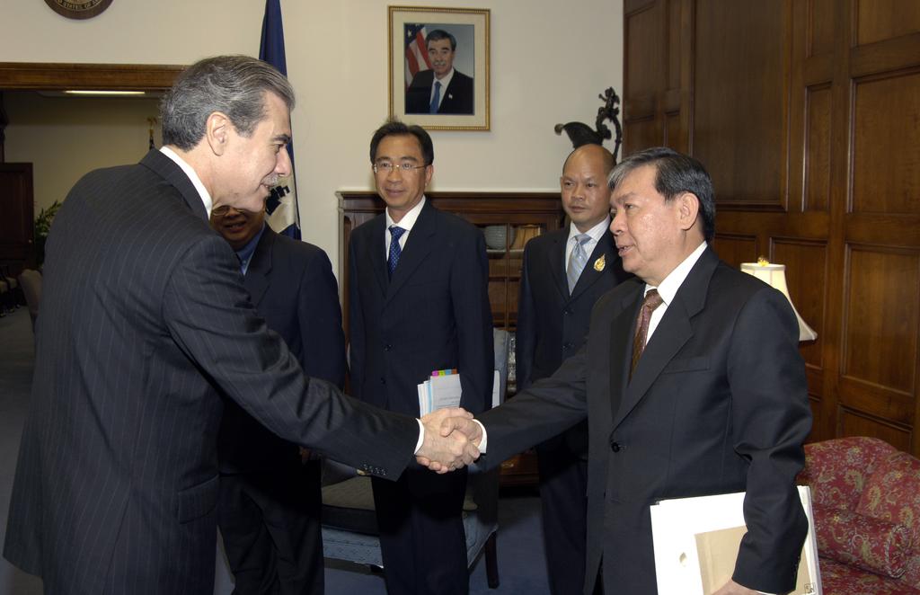 [Assignment: OS_2006_1201_209] Office of the Secretary (Carlos Gutierrez) - Thai Deputy Prime Minister of Commerce Somkid Jatursrintak [40_CFD_OS_2006_1201_209__DSC9110.JPG]