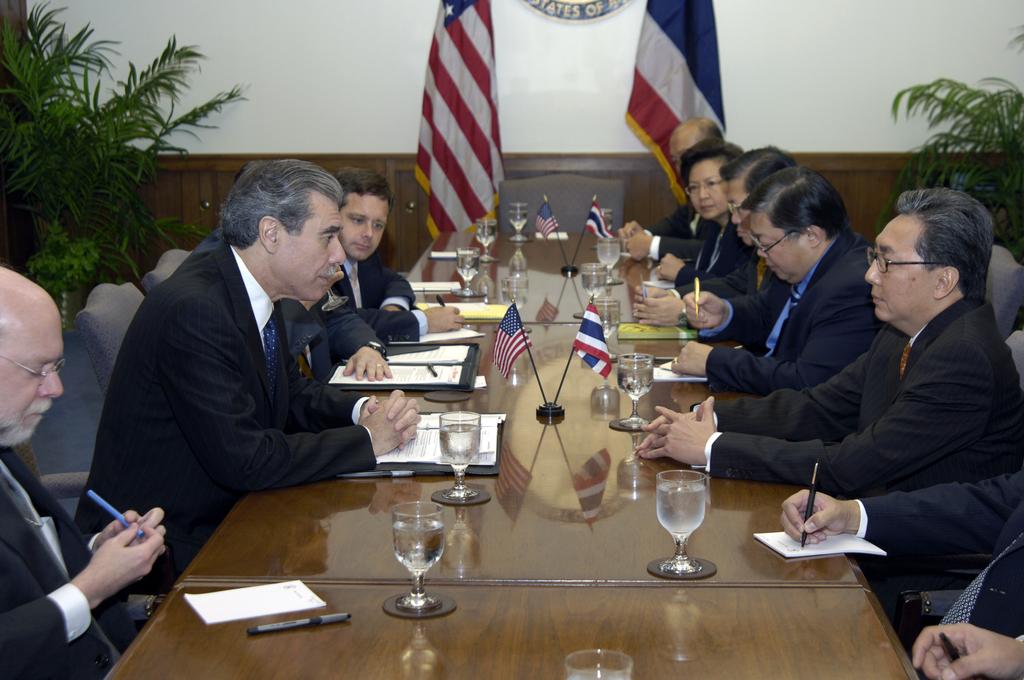 [Assignment: OS_2006_1201_209] Office of the Secretary (Carlos Gutierrez) - Thai Deputy Prime Minister of Commerce Somkid Jatursrintak [40_CFD_OS_2006_1201_209__DSC9120.JPG]