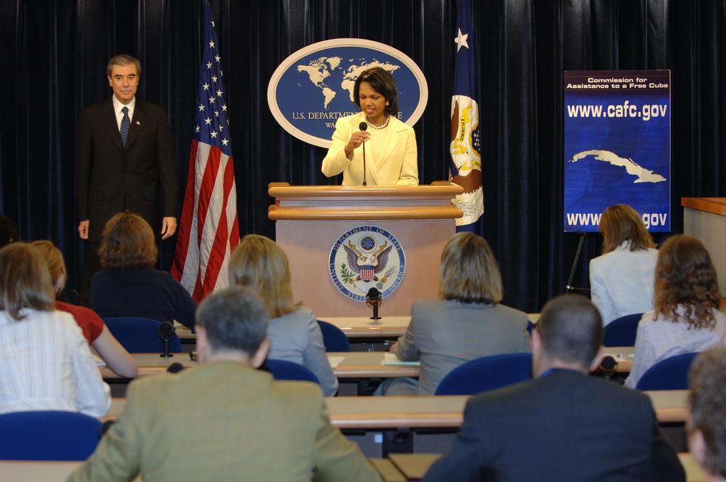[Assignment: OS_2006_1201_211] Office of the Secretary (Carlos Gutierrez) - Press Conference Cuba (Secretary Gutierrez and Condoleezza Rice) [40_CFD_OS_2006_1201_211_DSC_6090.JPG]
