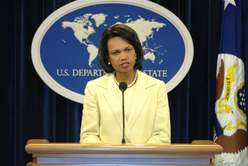 [Assignment: OS_2006_1201_211] Office of the Secretary (Carlos Gutierrez) - Press Conference Cuba (Secretary Gutierrez and Condoleezza Rice) [40_CFD_OS_2006_1201_211_DSC_6097.JPG]