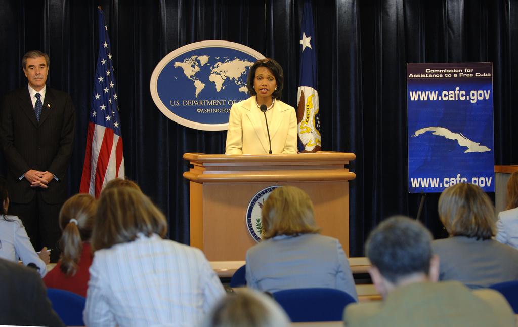 [Assignment: OS_2006_1201_211] Office of the Secretary (Carlos Gutierrez) - Press Conference Cuba (Secretary Gutierrez and Condoleezza Rice) [40_CFD_OS_2006_1201_211_DSC_6107.JPG]