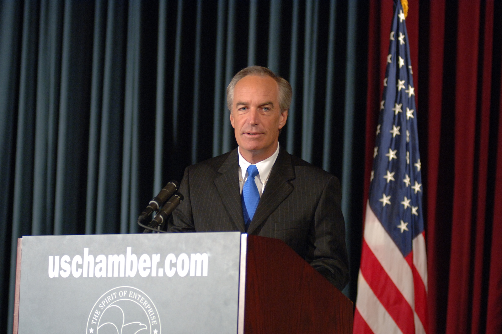 "[Assignment: 48-DPA-SOI_K_CoC_7-19-06] Secretary Dirk Kempthorne at the U.S. Chamber of Commerce's [Hall of Flags], Washington, D.C., [to deliver address as part of the Chamber-sponsored national energy summit, ""An Open National Discussion of U.S. Energy Policy""] [48-DPA-SOI_K_CoC__7-19-06_DOI_8964.JPG]"
