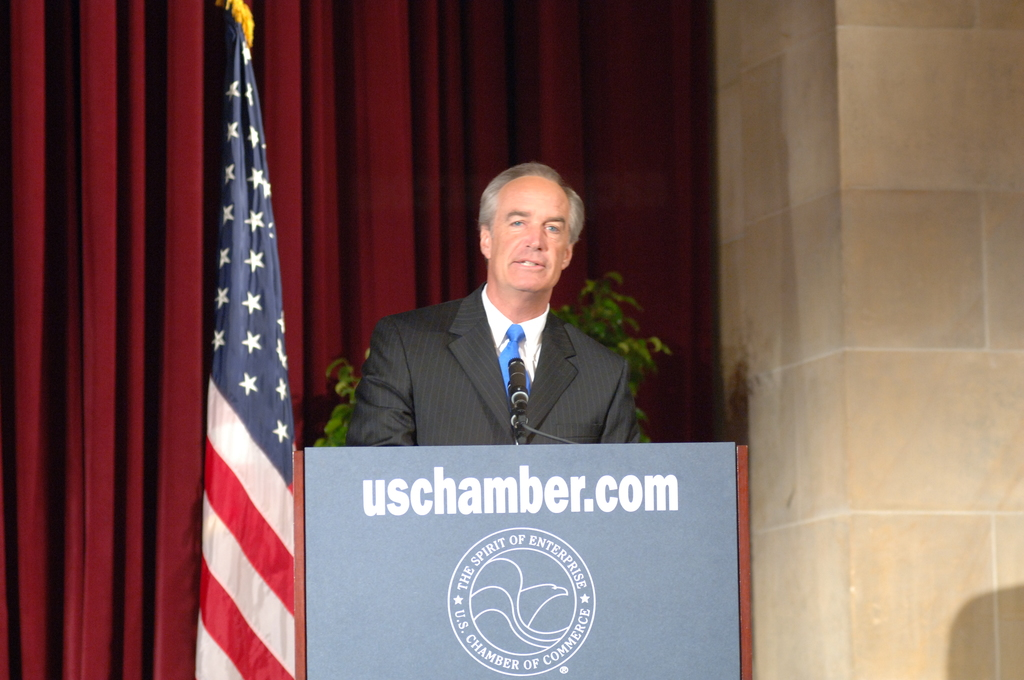 """[Assignment: 48-DPA-SOI_K_CoC_7-19-06] Secretary Dirk Kempthorne at the U.S. Chamber of Commerce's [Hall of Flags], Washington, D.C., [to deliver address as part of the Chamber-sponsored national energy summit, """"An Open National Discussion of U.S. Energy Policy""""] [48-DPA-SOI_K_CoC__7-19-06_DOI_8877.JPG]"""