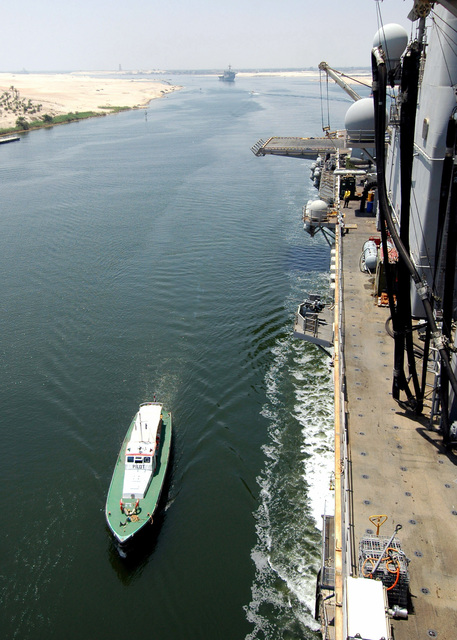 A small craft comes alongside the US Navy (USN) Wasp Class Amphibious Assault Ship USS IWO JIMA (LHD 7) to drop off the harbor pilot who will assist the USS IWO JIMA transit through the Suez Canal, Egypt (EGY)