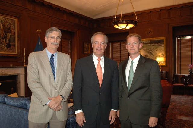 [Assignment: 48-DPA-SOI_K_Bean_Male] Secretary Dirk Kempthorne [and aides meeting at Main Interior] with [Environmental Defense Fund (EDF) senior ecologist] Tim Male and [EDF wildlife law specialist] Michael Bean [48-DPA-SOI_K_Bean_Male_DOI_9234.JPG]