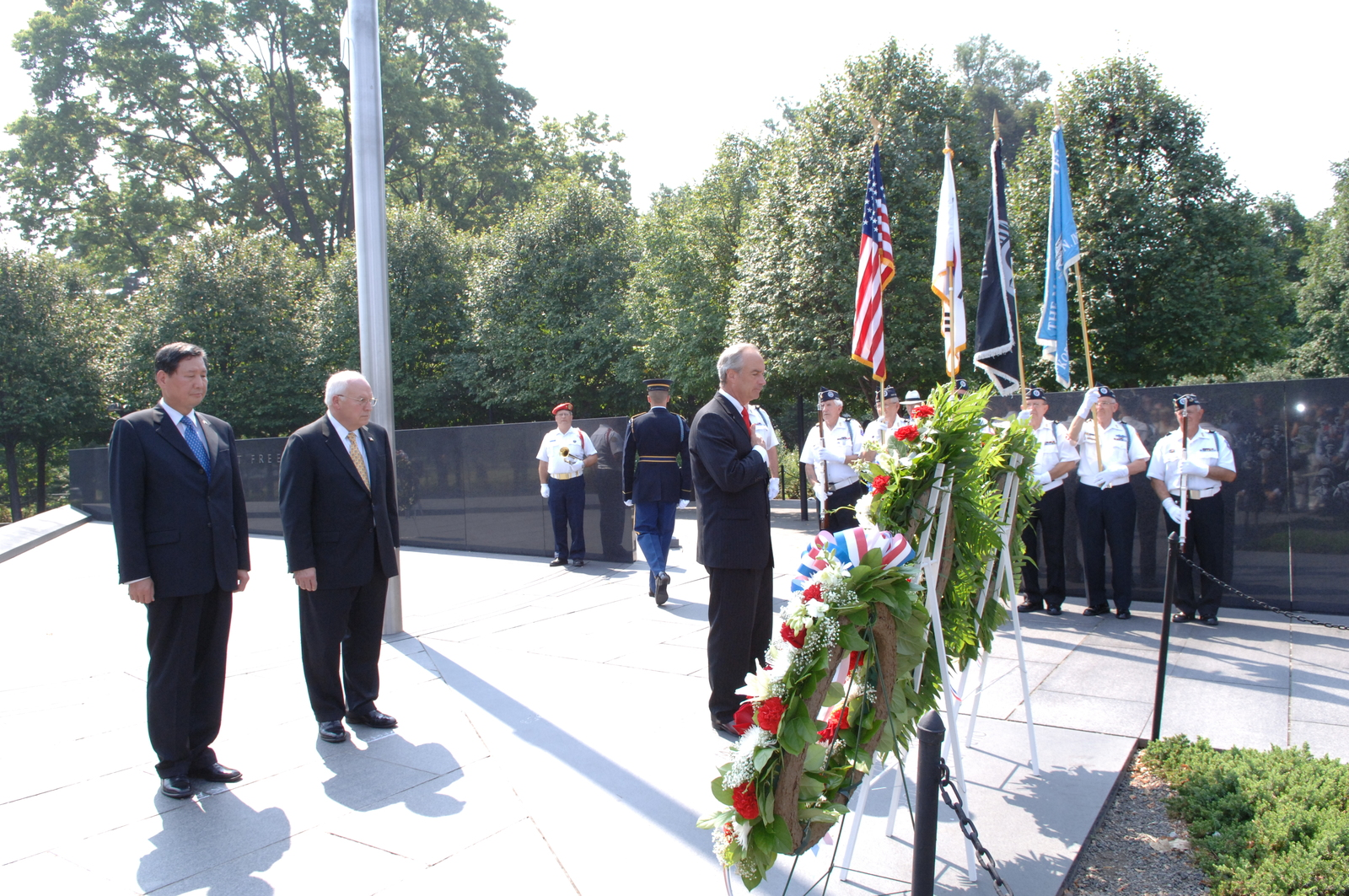 [Assignment: 48-DPA-SOI_K_Korean_7-27-06] 2006 Korean War Veterans Armistice Day Ceremony [at the Korean War Veterans Memorial, Washington, D.C.], with Secretary Dirk Kempthorne [joining Vice President Dick Cheney and South Koreaa's Ambassador to the U.S., Lee Tae-Sik, among the dignitaries participating] [48-DPA-SOI_K_Korean_7-27-06_IOD_2629.JPG]