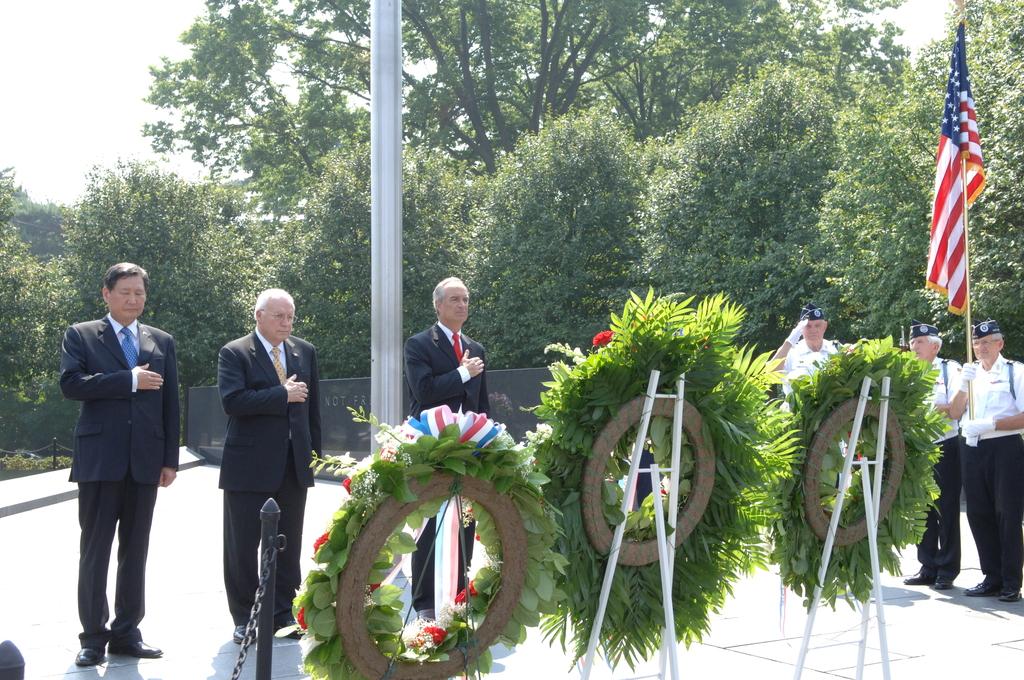 [Assignment: 48-DPA-SOI_K_Korean_7-27-06] 2006 Korean War Veterans Armistice Day Ceremony [at the Korean War Veterans Memorial, Washington, D.C.], with Secretary Dirk Kempthorne [joining Vice President Dick Cheney and South Koreaa's Ambassador to the U.S., Lee Tae-Sik, among the dignitaries participating] [48-DPA-SOI_K_Korean_7-27-06_IOD_2638.JPG]