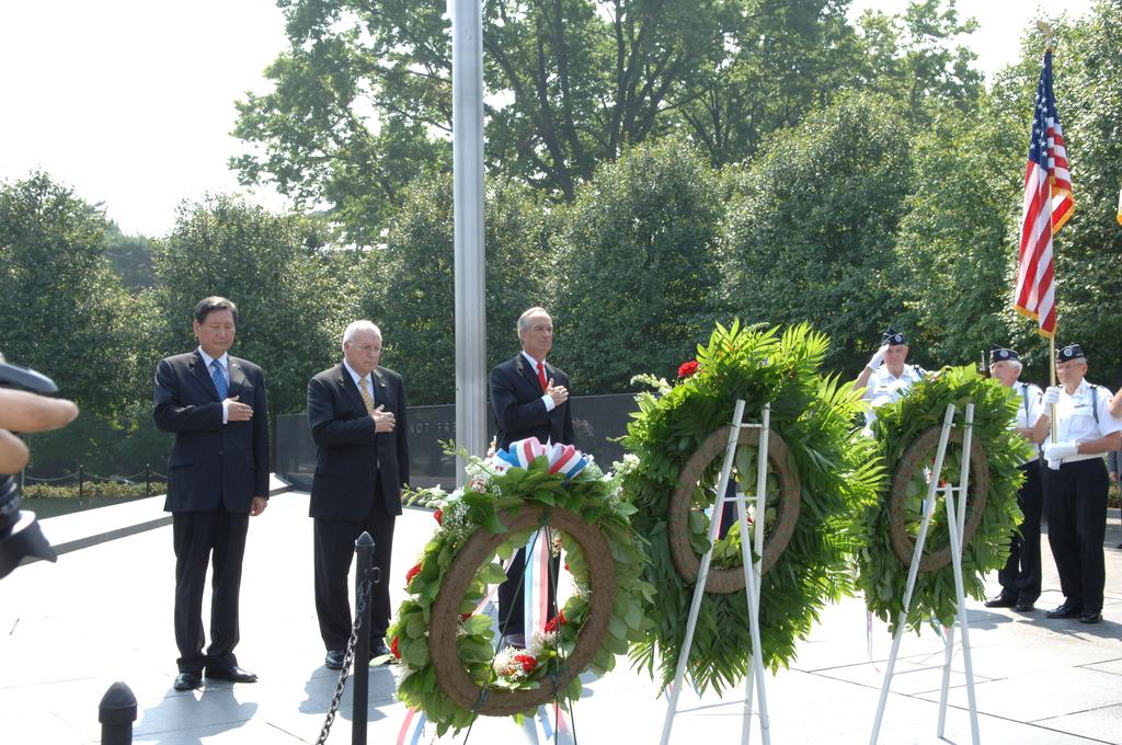 [Assignment: 48-DPA-SOI_K_Korean_7-27-06] 2006 Korean War Veterans Armistice Day Ceremony [at the Korean War Veterans Memorial, Washington, D.C.], with Secretary Dirk Kempthorne [joining Vice President Dick Cheney and South Koreaa's Ambassador to the U.S., Lee Tae-Sik, among the dignitaries participating] [48-DPA-SOI_K_Korean_7-27-06_IOD_2636.JPG]