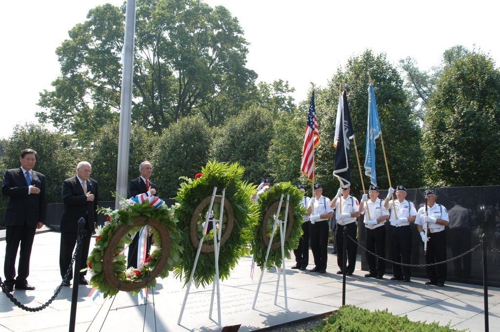 [Assignment: 48-DPA-SOI_K_Korean_7-27-06] 2006 Korean War Veterans Armistice Day Ceremony [at the Korean War Veterans Memorial, Washington, D.C.], with Secretary Dirk Kempthorne [joining Vice President Dick Cheney and South Koreaa's Ambassador to the U.S., Lee Tae-Sik, among the dignitaries participating] [48-DPA-SOI_K_Korean_7-27-06_IOD_2644.JPG]