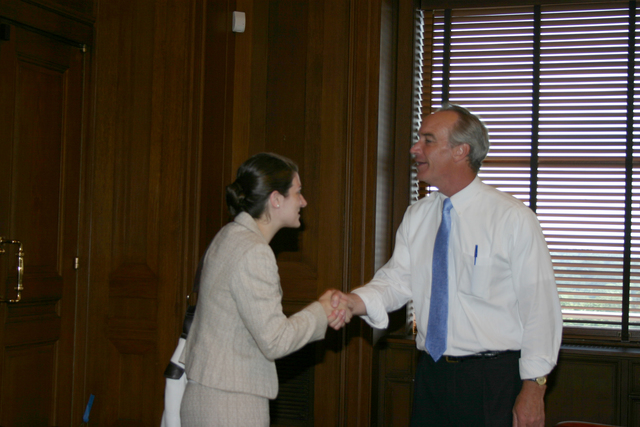 [Assignment: 48-DPA-8-3-06_SOI_K_ACORE] Secretary Dirk Kempthorne [and aides meeting at Main Interior with delegation from] the American Council on Renewable Energy [48-DPA-8-3-06_SOI_K_ACORE_IMG_7137.JPG]