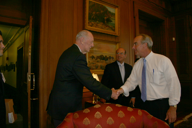 [Assignment: 48-DPA-8-3-06_SOI_K_ACORE] Secretary Dirk Kempthorne [and aides meeting at Main Interior with delegation from] the American Council on Renewable Energy [48-DPA-8-3-06_SOI_K_ACORE_IMG_7140.JPG]