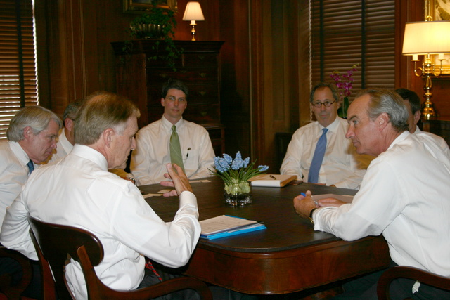 [Assignment: 48-DPA-8-3-06_SOI_K_Parker] Secretary Dirk Kempthorne [and aides meeting at Main Interior with delegation led by] David Parker, [President and Chief Executive Officer of the American Gas Association] [48-DPA-8-3-06_SOI_K_Parker_IMG_7132.JPG]
