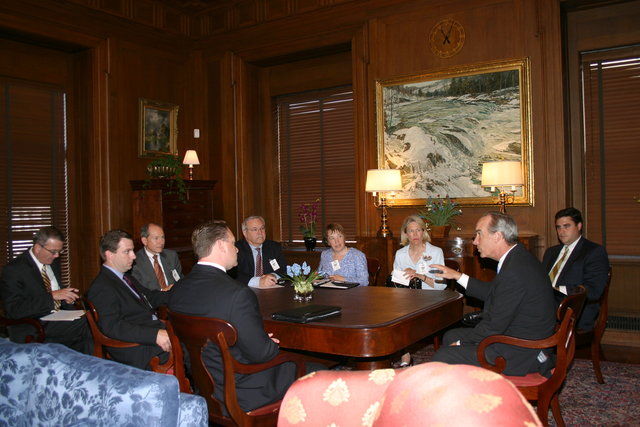 [Assignment: 48-DPA-SOI_K_Cicio_8-3-06] Secretary Dirk Kempthorne [meeting at Main Interior with delegation led by] Paul Cicio, [President of the Industrial Energy Consumers of America, and member of the Outer Continental Shelf (OCS) Advisory Committee for Interior] [48-DPA-SOI_K_Cicio_8-3-06_IMG_7093.JPG]