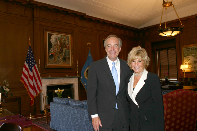 [Assignment: 48-DPA-SOI_K_LynnCook] Secretary Dirk Kempthorne [at Main Interior] with Lynn Cook, [Executive Assistant to the Director,  Bureau of Land Management] [48-DPA-SOI_K_LynnCook_IMG_7116.JPG]