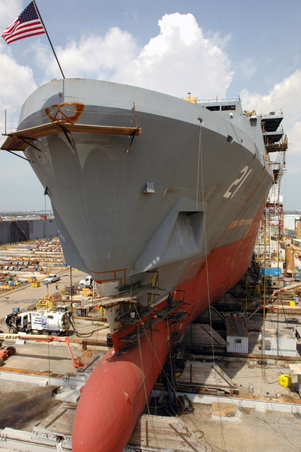 The U.S. Navy San Antonio Class Amphibious Transport Dock Ship Pre Commissioning Unit (PCU) NEW YORK (LPD 21) is under construction at Northrop Grumman Shipyard, Avondale, La., on Aug. 16, 2006. NEW YORK is the fifth ship to be built in the San Antonio Class of amphibious ships. The bow stem is made of steel from the World Trade Centers and weighs 7.5 metric tons. The ship is scheduled to be commissioned in the fall of 2008. (U.S. Navy photo by Mass Communication SPECIALIST SEAMAN Santos Huante) (Released)