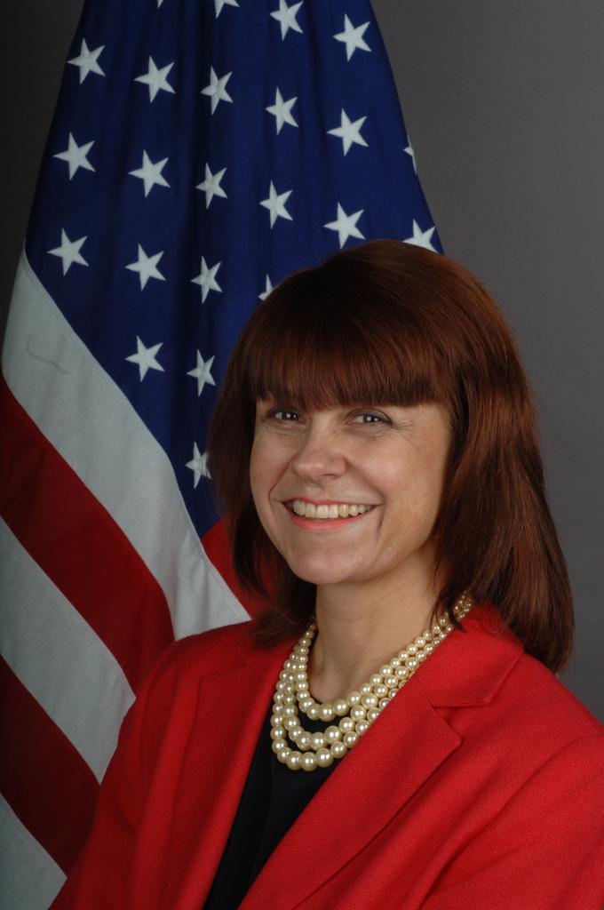 [Assignment: 59-CF-DS-30590-06] Official portrait of Lisa Bobbie Schreiber Hughes, U.S. Ambassador-designate to Suriname [Photographer: Ann Thomas--State] [59-CF-DS-30590-06_Lisa_Bobbie_Schreiber_Hughes.JPG]