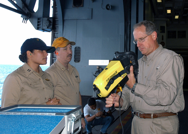 U.S. Congressman Mike Conaway (R), 11th Congressional District of Texas, inspects a K-90 Talisman Thermal Imaging System aboard the Wasp Class Amphibious Assault Ship USS KEARSARGE (LHD 3) on Aug. 27, 2006. The KEARSARGE is particpating in PANAMAX 2006, a multi-national exercise tailored to the defense of the Panama Canal.(U.S. Navy photo by Mass Communication SPECIALIST SEAMAN Christopher Newsome) (Released)